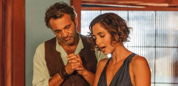 """Domingos Montagner e Camila Pitanga, que interpretam Santo e Tereza em """"Velho Chico"""", nos bastidores da novela"""