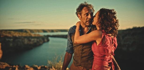 Domingos Montagner só faltava gravar três cenas finais de Santo, inclusive o casamento com Tereza (Camila Pitanga)