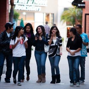 Shopping é local ideal para adolescentes começarem a sair sozinhos pela 1ª vez