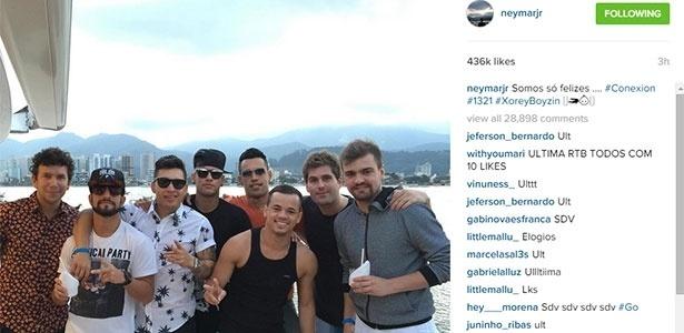 Neymar curte folga com os amigos