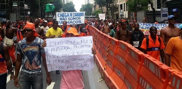 Garis tomam a avenida Rio Branco em passeata no Rio de Janeiro, nesta sexta-feira (7)