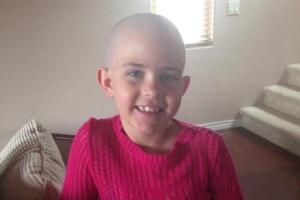 Kamryn Renfro raspou o cabelo em apoio a amiga com câncer