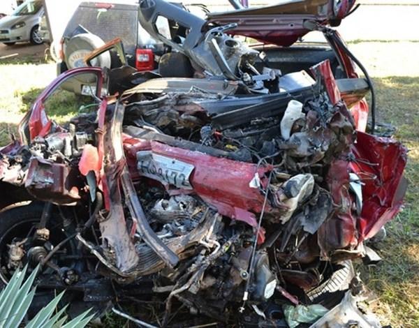 Colisão de um Ford Fiesta com caminhão matou cinco pessoas da mesma família na BR-343, entre Teresina e Altos