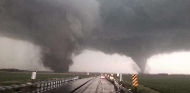 Dois grandes tornados atingiram a região de Nebraska, nos Estados Unidos, nesta segunda