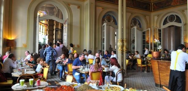 Salão principal do restaurante Santinho, no piso térreo do Theatro Municipal