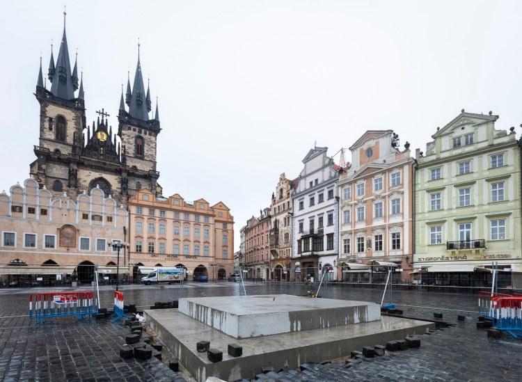 Stavební práce na mariánském sloupu v Praze
