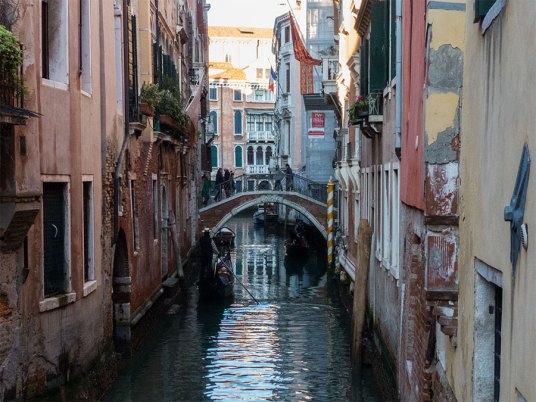 Venedig kleiner Kanal und Brücke