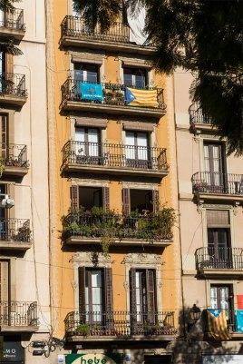 Gelbe Häuserfassade