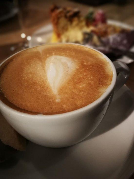 Milchkaffe im Café Mundlandung