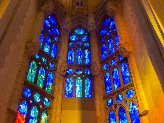 Sagrada-Familia-Fensterfront-innen