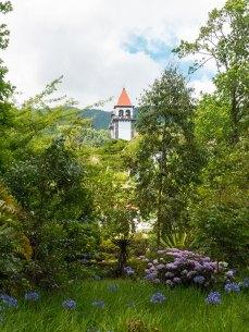 Terra-Nostra-Park-Aussicht-Kirche-Furnas