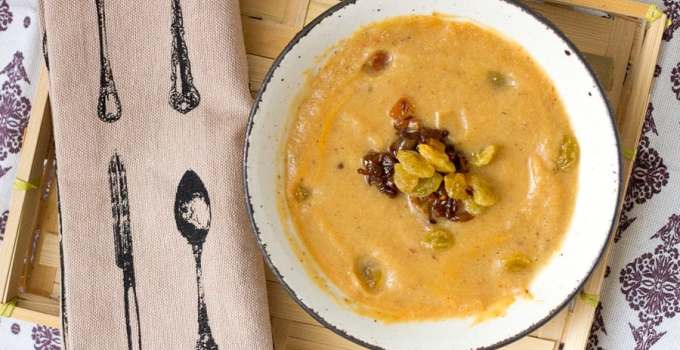 Middle Eastern spiced cauliflower soup with caramelized onions and raisins, or the perfect warm and sweet soup