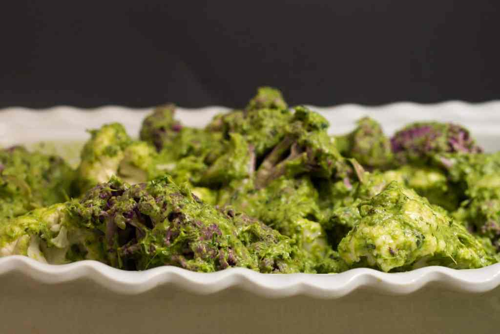 Roasted cauliflower in green herb sauce