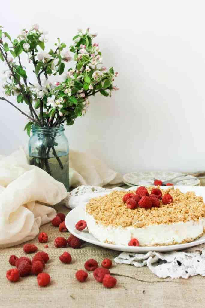 Light Israeli cheesecake with crumb topping