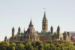 Ottawa Delays Decision on Immigration Consultancy Regulation Until 2018