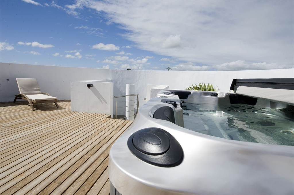 Terasse circulaire +jacuzzi (1)
