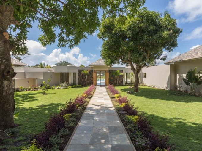 Four Seasons Private Residences & Luxury Villas