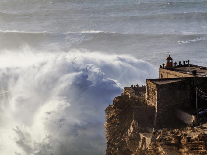 Nazaré, les surfeurs de l'extrême