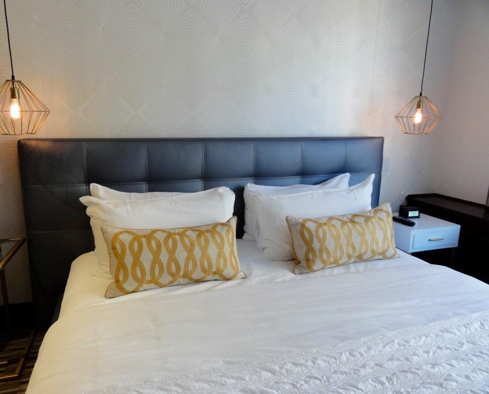 Le_Meridien_Versailles_Montreal_Penthouse_Suite_King_Size_Bed