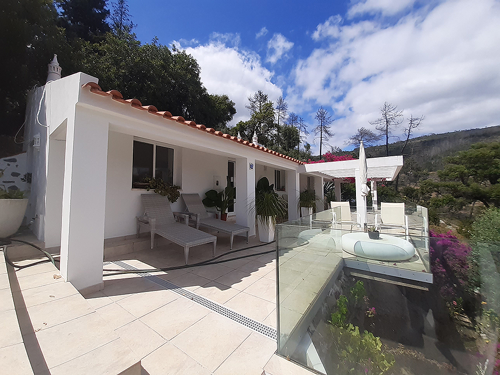 Countryside villa with pool and guesthouse for sale on top location near Monchique