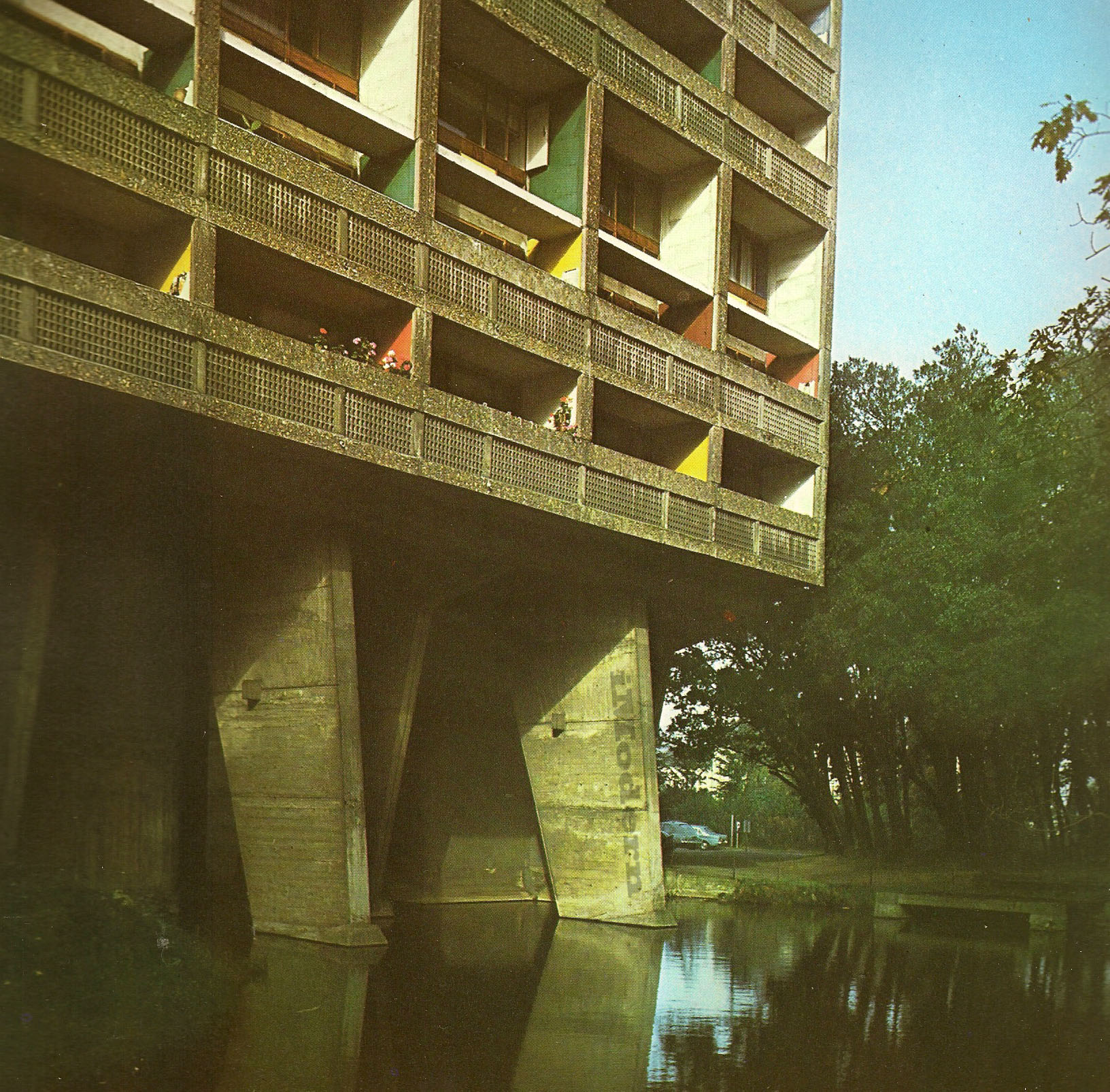 Le Corbusier Nantes Reze Pilotis