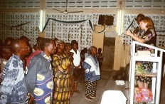Shirley teaching seminar in Lomé