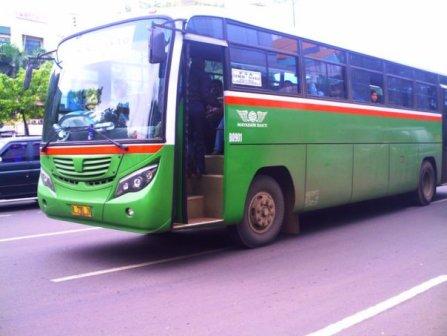 Bus Patas Mayasari menggunakan ban tipe bias