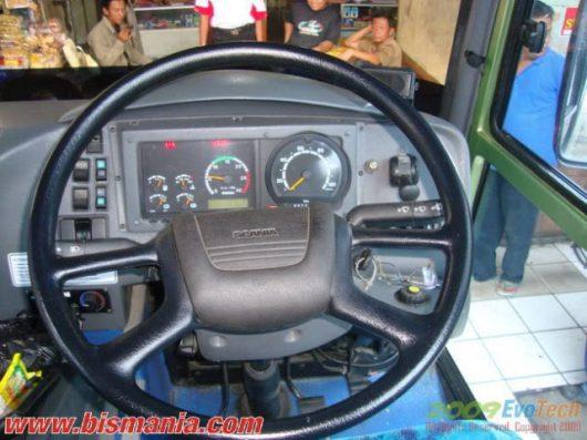 Panel kemudi Scania F Nusantara