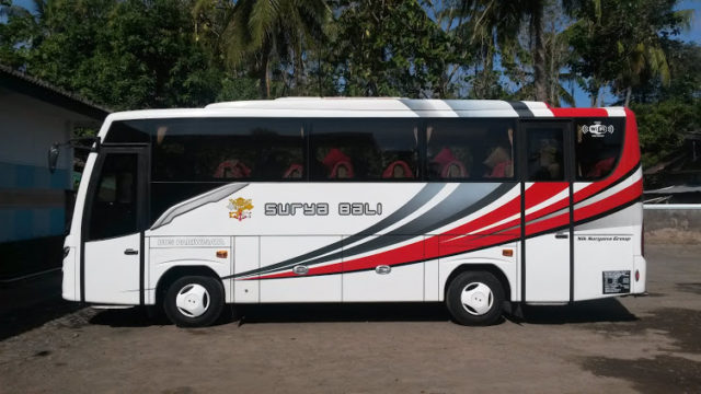 Armada Medium Bus