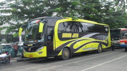 Subur Jaya mengandalkan RN 285 sebagai bus pariwisatanya