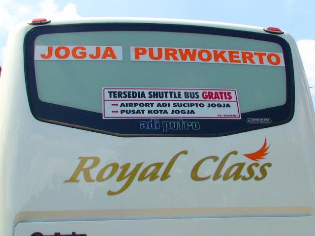 Stiker Seputar shuttle bus yang melekat di seluruh armada Efisiensi
