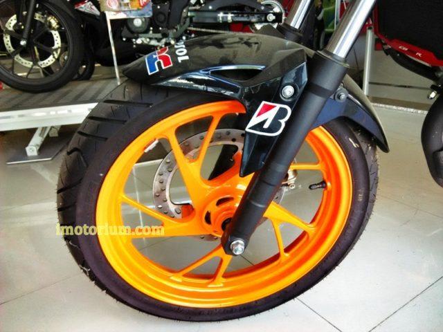 Honda CB 150 Repsol (1)