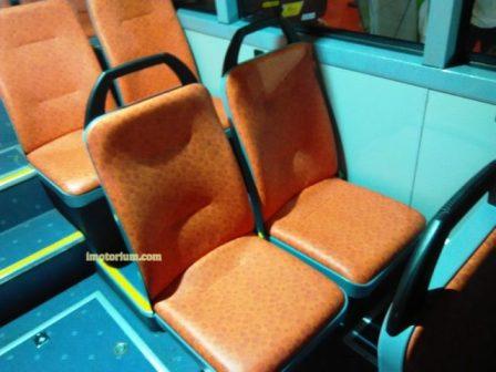 Seat berlapiskan busa walaupun tidak terlalu tebal