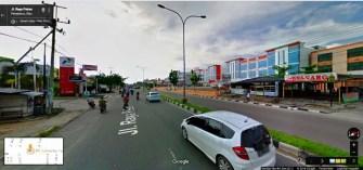Suasana salah satu sisi Kota Pekanbaru, tepatnya di Panam. Jangan heran disana memang halaman parkir ruko - ruko sangat luas, bisa masuk banyak mobil.. ga kaya di Pulau Jawa apalagi di Jakartanya.. mepet ke Jalan Raya.. wkwkwkw