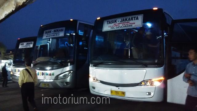 Komparasi Bus Hino RK8 R260 Versus Mercedes - Benz OH 1526, Mana Yang Lebih Baik?