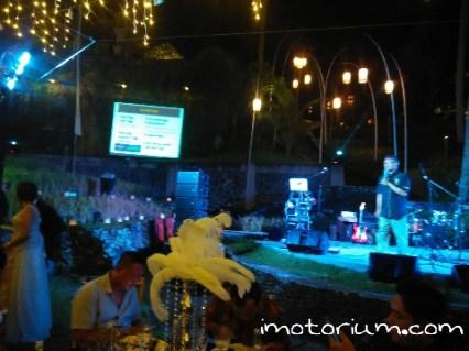 Pak Yus sedang menjelaskan keunggulan Pertamax Turbo Dalam Acara Gala Dinner Pertamax Turbo di Kamandalu, Ubud, Bali
