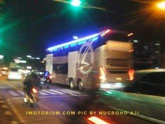 Tampilan belakang bus double deck Karoseri Laksana SR2 XDD Prime