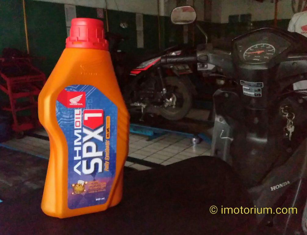Review AHM Oil SPX1, Oli Paling Pas Buat Motor Harian!