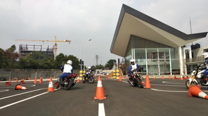 Ahm Instructors safety riding