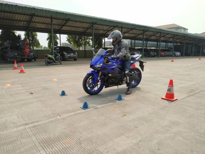 Yamaha New R25 Safety Riding