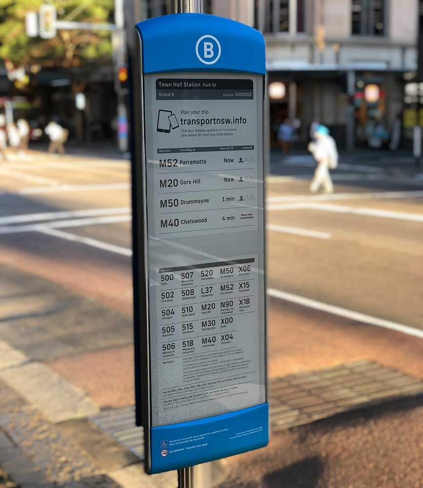 Image of the electronic ink sign displaying real-time information for passengers Sydney Buses are trialling on Park Street