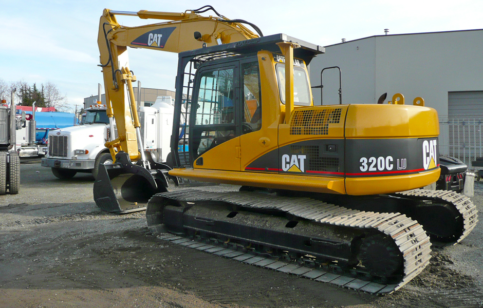 RENT A CAT 320CLU EXCAVATOR IN VANCOUVER