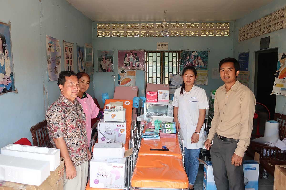 Maternity Equipment being provided to representatives of Svay Chek Hostpital