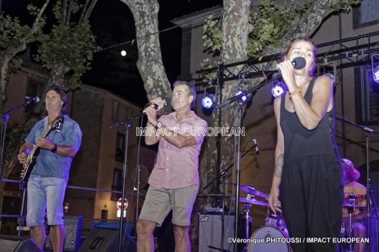 Le groupe Washing Blues en concert Place de la Marineà Agde le 14 juillet 2019