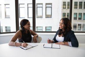 2 women in a meeting