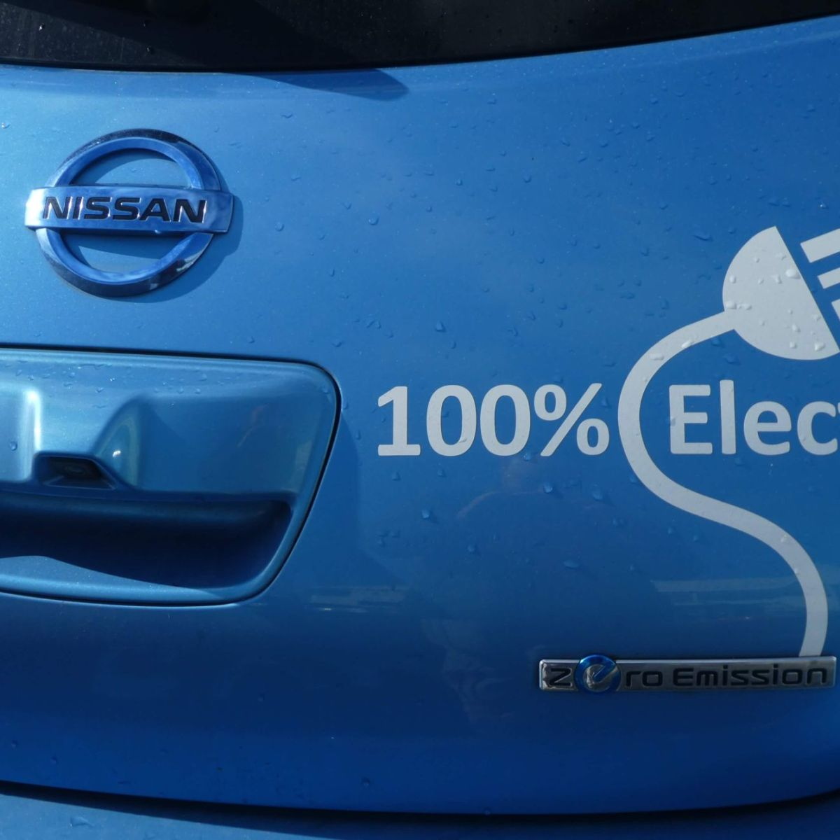 Nissan 100% electric car
