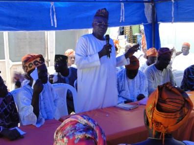 Alhaji Musliu Animashaun (De-Cubano) addressing the gathering