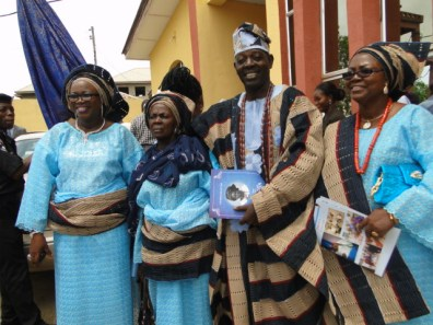 L-R, Hon. Akinsola, High chief Onasanya, sister of the deaceased and Mrs Bakare