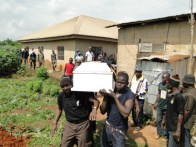 Onyabo Vigilante members carrying the remains of Afeez to his final resting place