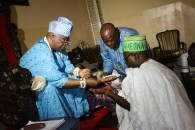 Oba Shotobi being asisted by Ogbeni-Odi in conducting the last chieftaincy rite for the installation of Omoba Arogunre at Ayangbure palace, Ikorodu